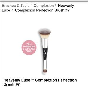 It cosmetics complexion brush ***NEW***